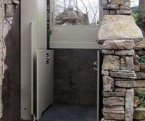 Unenclosed Lift in outdoor application